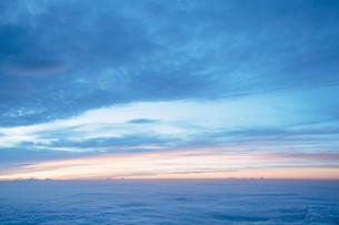 富士山頂から見える暁の写真素材 [FYI01207583]