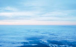 富士山頂の朝焼けと雲海の写真素材 [FYI01207584]