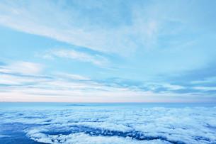 富士山頂から見える暁と雲海の写真素材 [FYI01207587]