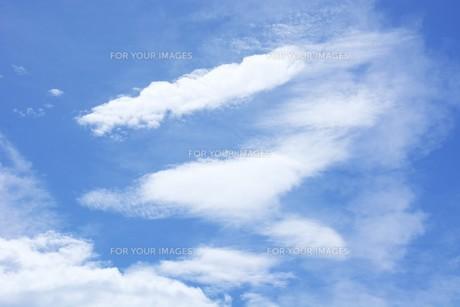 秋の風景の背景素材 ・ 青空と白い雲の写真素材 [FYI01207713]