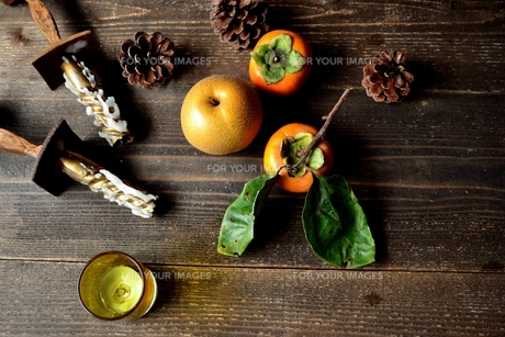 柿と梨とキャンドルの写真素材 [FYI01207754]
