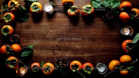 柿とキャンドルの写真素材 [FYI01207755]