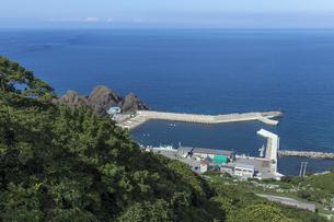龍飛崎から紺碧の津軽海峡を望むの写真素材 [FYI01207964]