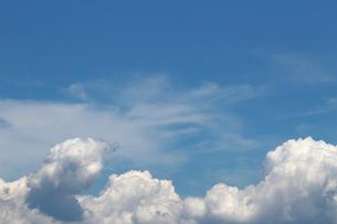 青空に広がる夏の雲の写真素材 [FYI01208321]