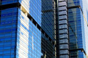 ビルの外壁にクローズアップした抽象的な都市のテクスチャの写真素材 [FYI01208334]