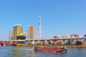 東京スカイツリーと隅田川の写真素材 [FYI01208516]