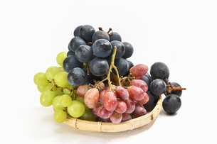 ザルの葡萄の写真素材 [FYI01208542]
