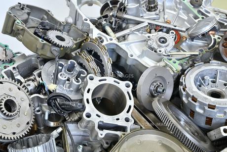 廃棄したエンジン部品の写真素材 [FYI01208584]
