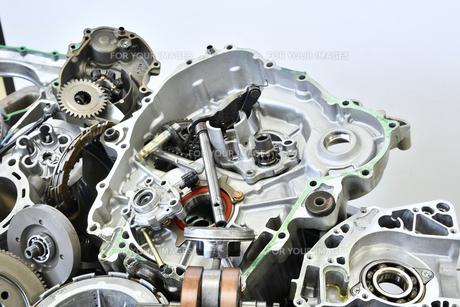 廃棄したエンジン部品の写真素材 [FYI01208585]