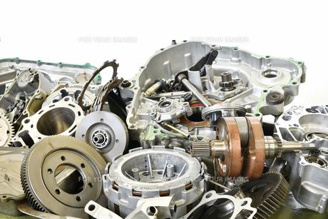 廃棄したエンジン部品の写真素材 [FYI01208586]