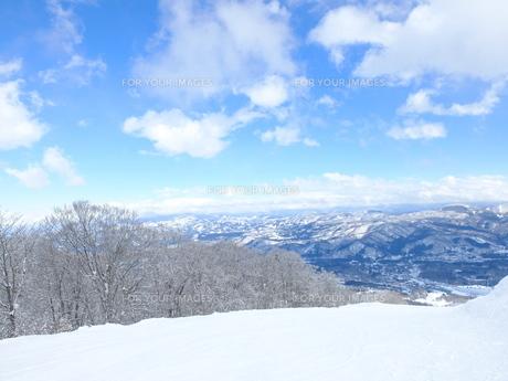 雪山からの眺望の写真素材 [FYI01208656]