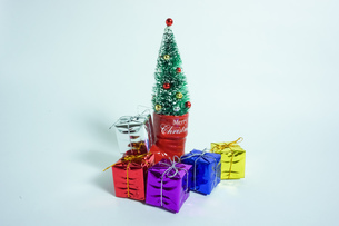 クリスマスツリーとプレゼントの写真素材 [FYI01208985]