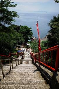 竹生島と階段の写真素材 [FYI01209021]