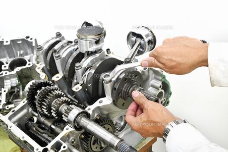大型バイクエンジンの修理の写真素材 [FYI01209394]