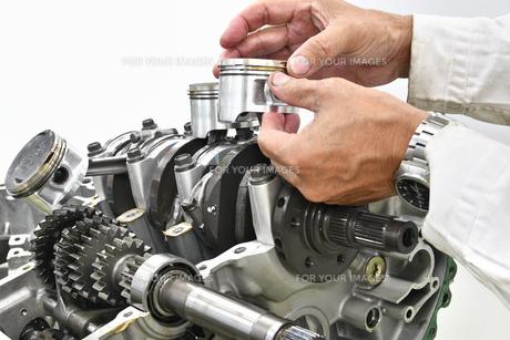 大型バイクエンジンの修理の写真素材 [FYI01209395]