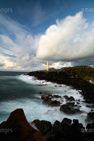 朝焼けと灯台の写真素材 [FYI01209723]