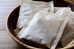 麦茶 ティーバッグの写真素材 [FYI01209738]