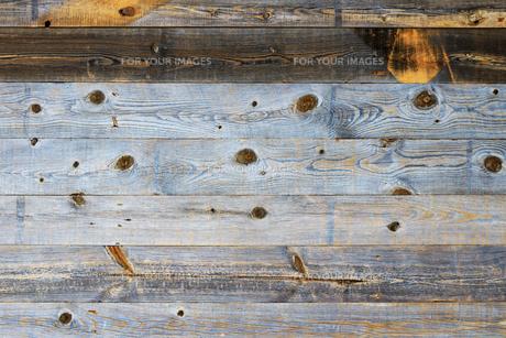背景素材用の古い木の板で作られた壁のテクスチャの写真素材 [FYI01209831]