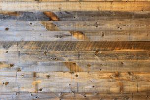 背景素材用の古い木の板で作られた壁のテクスチャの写真素材 [FYI01209832]
