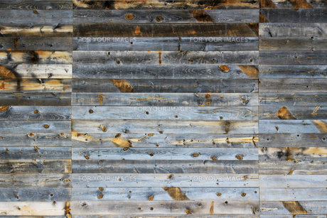 背景素材用の古い木の板で作られた壁のテクスチャの写真素材 [FYI01209833]