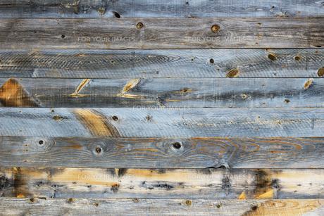 背景素材用の古い木の板で作られた壁のテクスチャの写真素材 [FYI01209834]