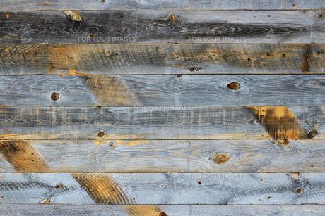 背景素材用の古い木の板で作られた壁のテクスチャの写真素材 [FYI01209835]
