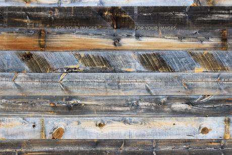 背景素材用の古い木の板で作られた壁のテクスチャの写真素材 [FYI01209836]