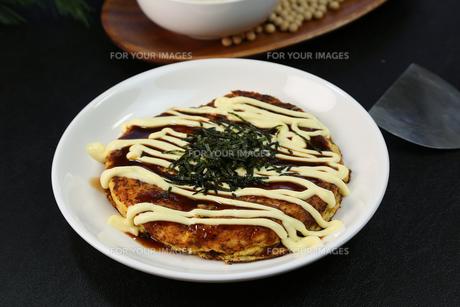 山芋のお好み焼きの写真素材 [FYI01209874]