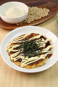 山芋のお好み焼きの写真素材 [FYI01209876]