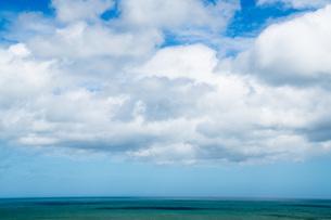 地平線と海の写真素材 [FYI01209904]