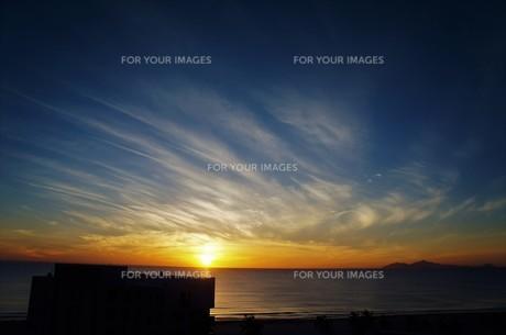 リゾートの夜明けの写真素材 [FYI01210126]