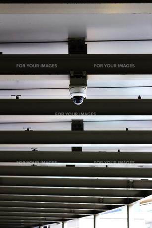 都会を見守る監視カメラの写真素材 [FYI01210328]