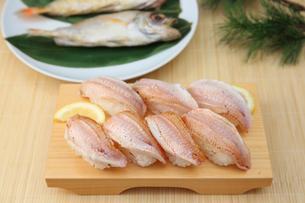 ノドグロの炙り寿司の写真素材 [FYI01210498]