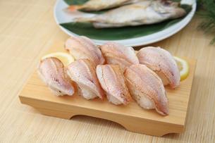 ノドグロの炙り寿司の写真素材 [FYI01210501]