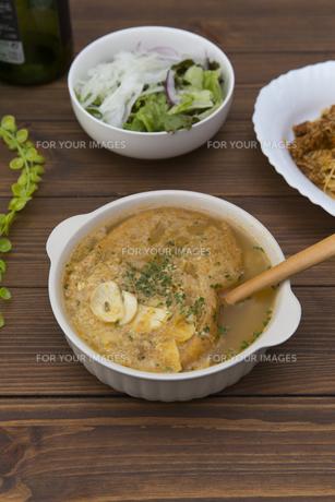 にんにくスープの写真素材 [FYI01210631]
