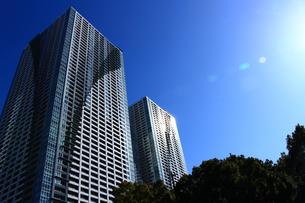 東京の勝どきのタワーマンションの写真素材 [FYI01211402]