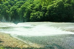 群馬県の吹き割りの滝 夏の風景の写真素材 [FYI01211719]