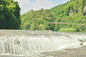 群馬県の吹き割りの滝 夏の風景の写真素材 [FYI01211724]