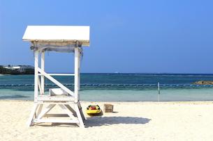 リゾートの静かなビーチの写真素材 [FYI01211800]