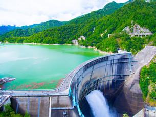 黒部ダムの写真素材 [FYI01212005]