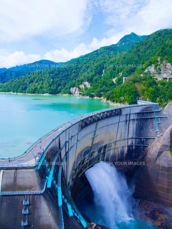 黒部ダムの写真素材 [FYI01212012]