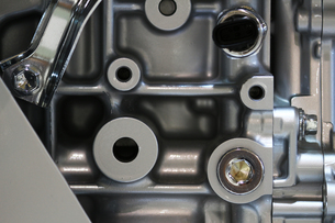 銀色の輝く機械のパーツの写真素材 [FYI01212164]