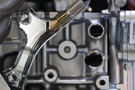 銀色の輝く機械のパーツの写真素材 [FYI01212165]