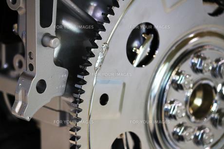 銀色の輝く機械のパーツの写真素材 [FYI01212168]