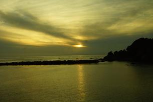 伊勢志摩白浜海岸(夕景)の写真素材 [FYI01212332]
