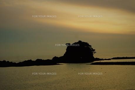 伊勢志摩白浜海岸(夕景)の写真素材 [FYI01212335]