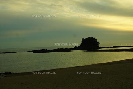 伊勢志摩白浜海岸(夕景)の写真素材 [FYI01212336]