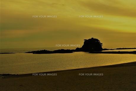 伊勢志摩白浜海岸(夕景)の写真素材 [FYI01212337]