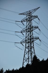 シルエットの鉄塔の写真素材 [FYI01212369]