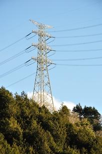朝日に映える鉄塔の写真素材 [FYI01212375]